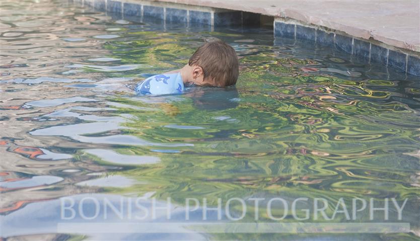 Jazper showing us how he can put his head underwater